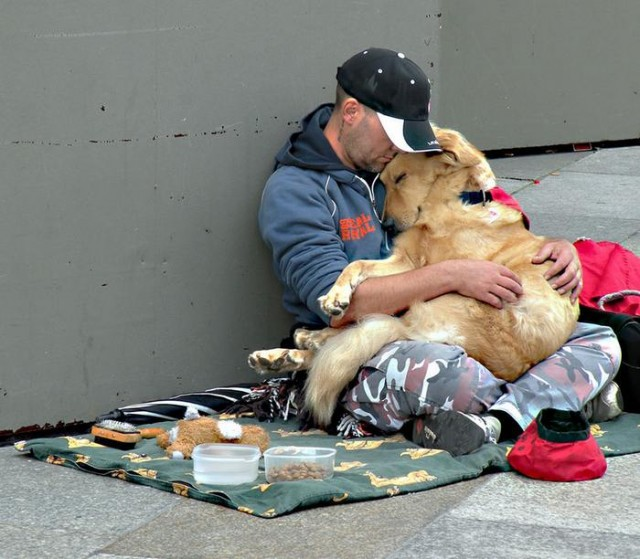 Homeless People and their Dogs (9)