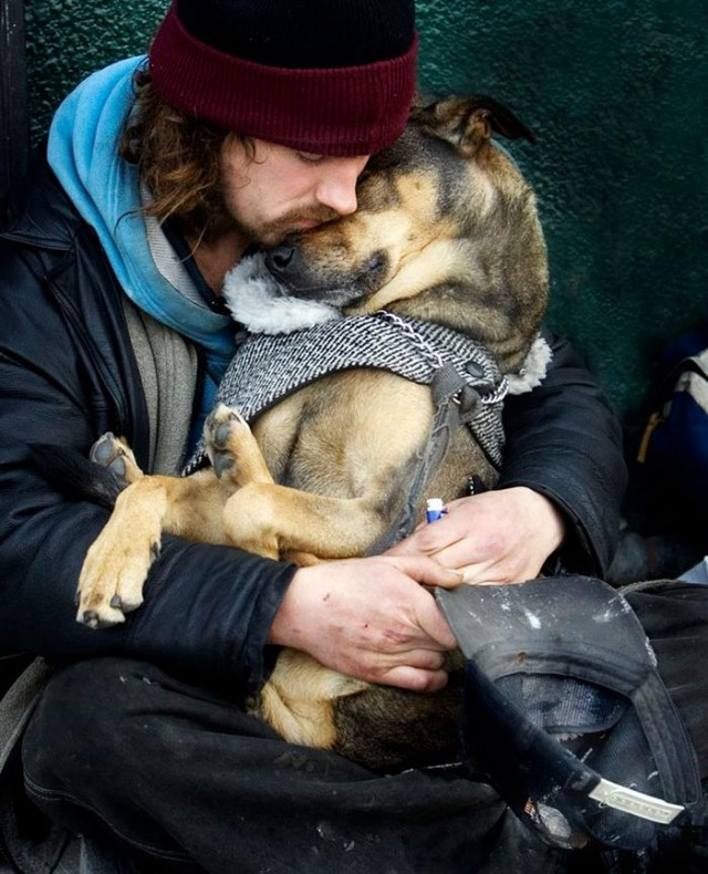 Homeless People and their Dogs (8)
