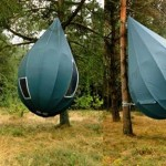 Raindrop-shaped tree tent