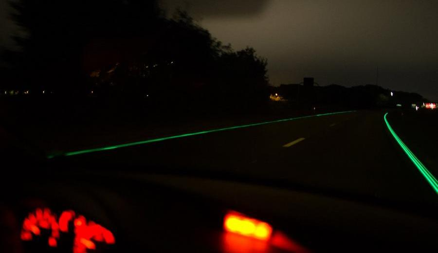 First glow-in-the-dark Smart Highway opens in the Netherlands