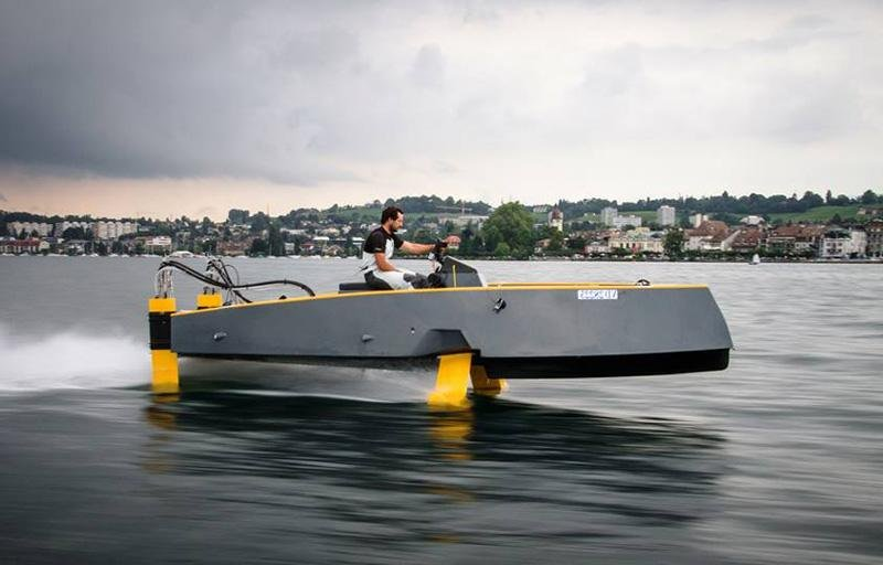 Hydros retractable hydrofoil boat | wordlessTech