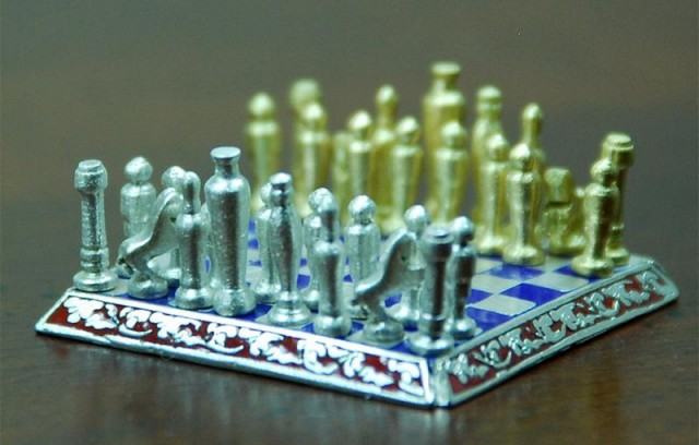 World Smallest Chess set (3)