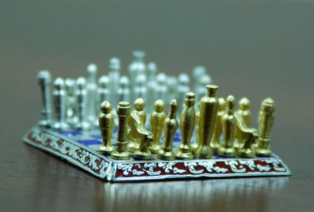 World Smallest Chess set (2)