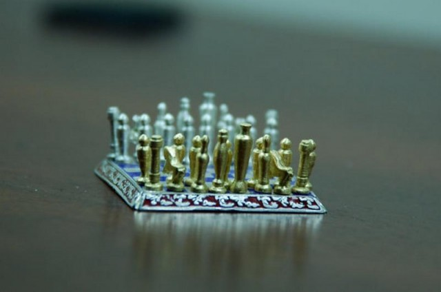 World Smallest Chess set (1)