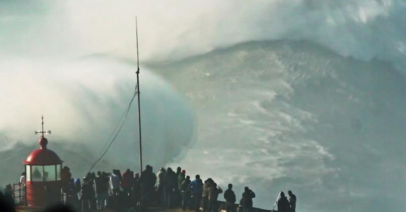 waves of Nazare