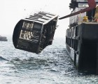 Subway cars are dumped into the sea (4)