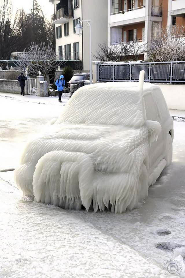 Car decorated by ice (1)