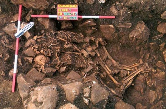 6,000-year-old Skeletons in cave - Greece
