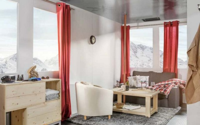 A room suspended above the French Alps (4)