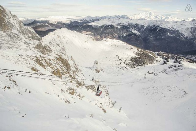 A room suspended above the French Alps (2)