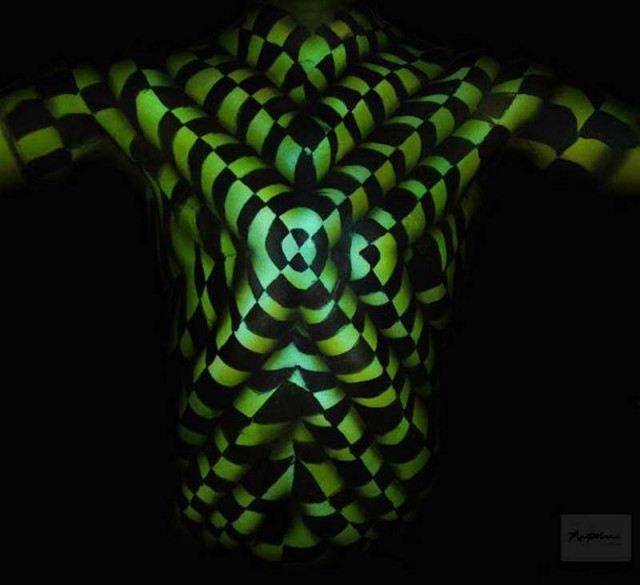Body Painting Optical Illusions (2)