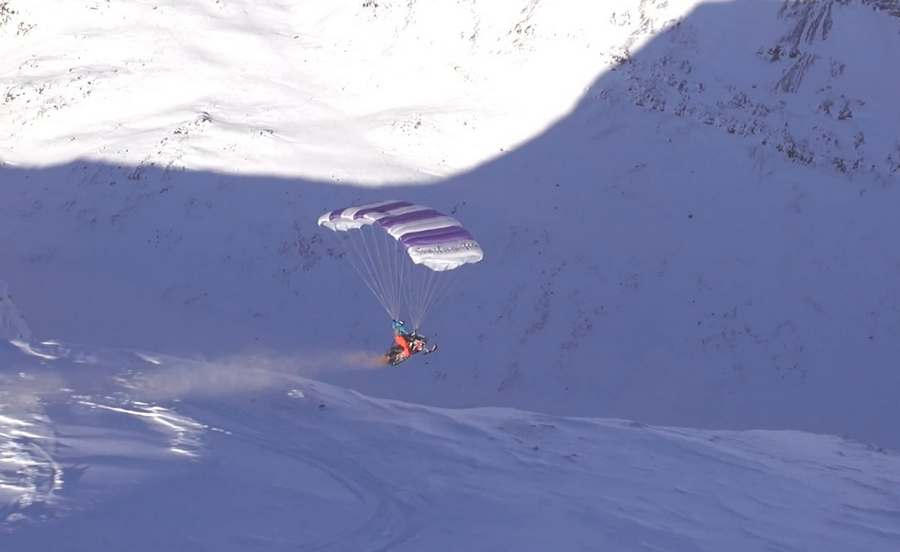 Flying snowmobile in Sweden (3)