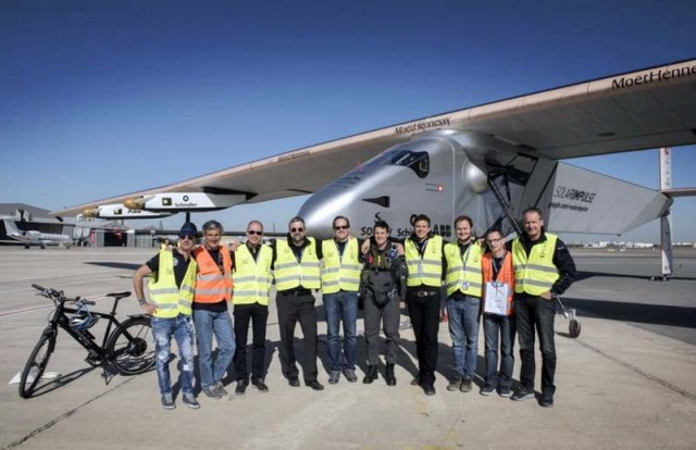 Solar Impulse 2 flies around the world (11)