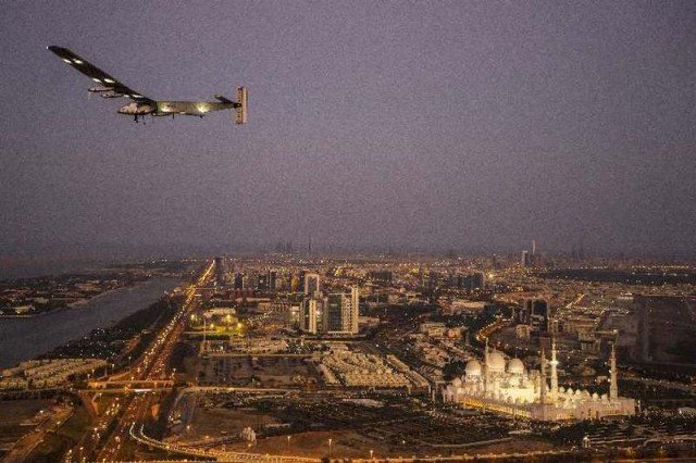 Solar Impulse 2 flies around the world (7)