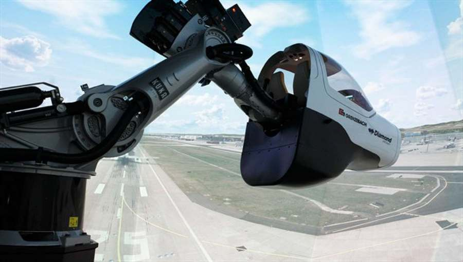 Robotic arm Flight Simulator