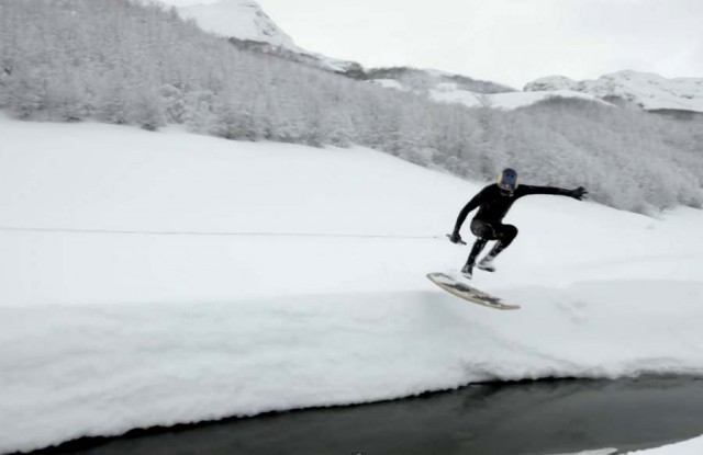 Winter wakeskate