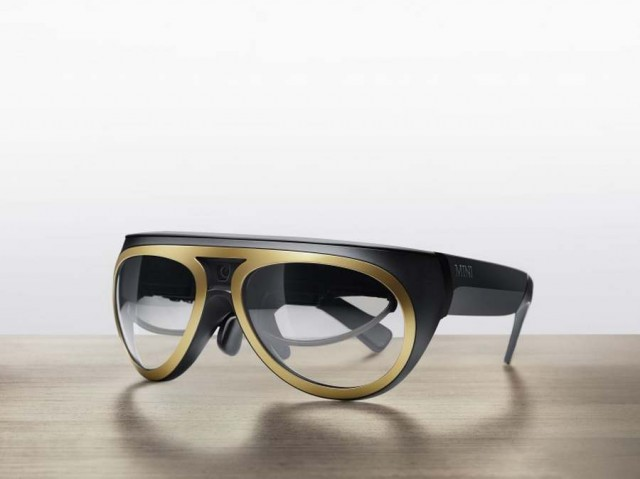 Mini augmented reality glasses (2)