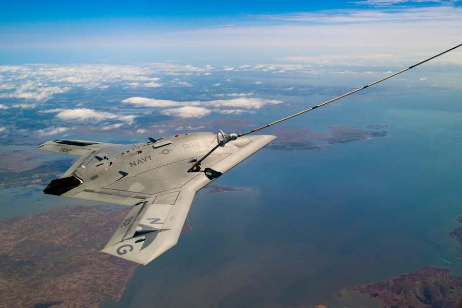 The unmanned X-47B air refueling from a tanker (4)