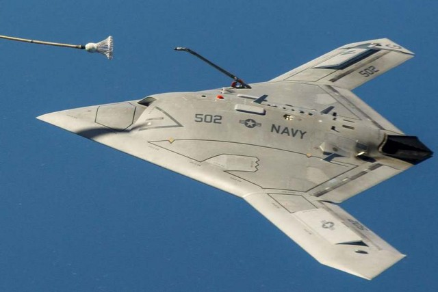 The unmanned X-47B air refueling from a tanker (3)