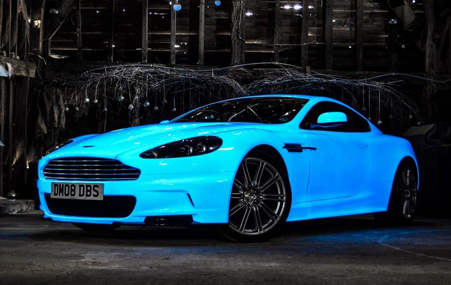 Aston Martin DBS in glow paint (6)