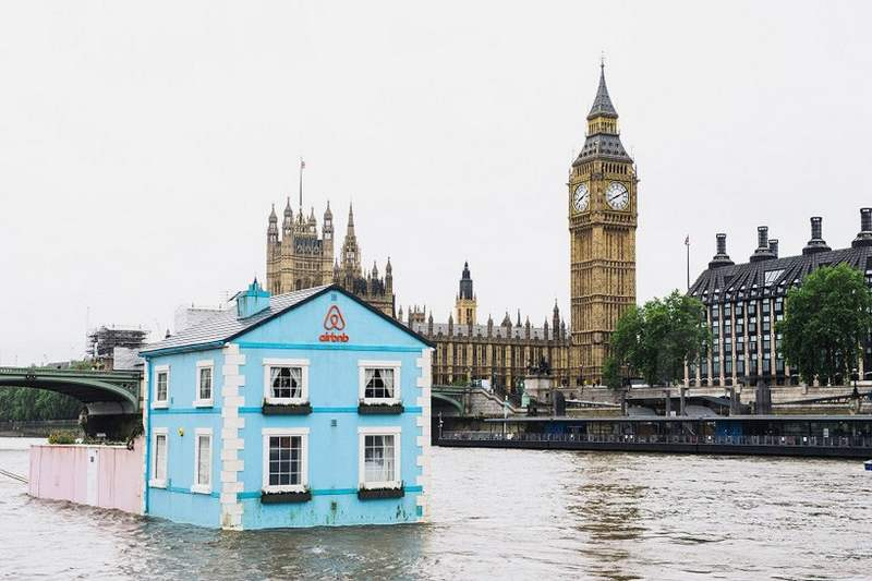 Floating House on the River Thames (4)