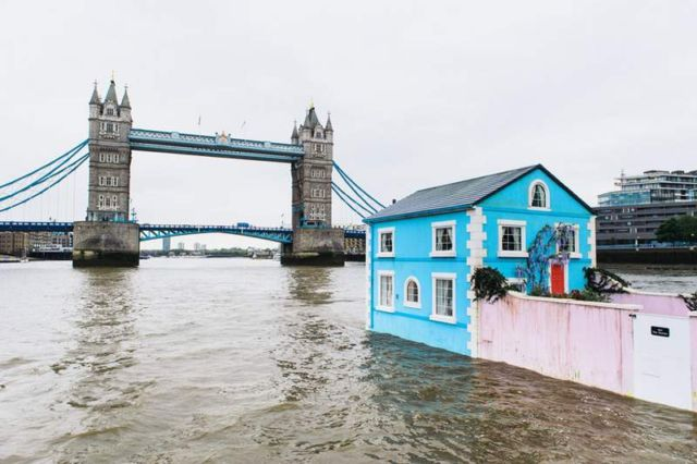 Floating House on the River Thames (3)