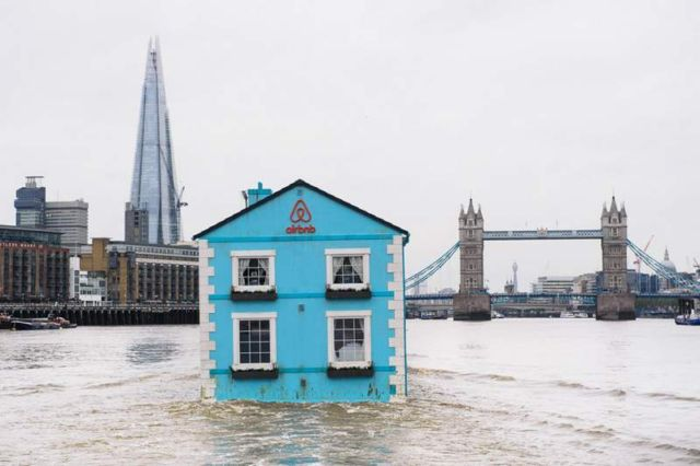 Floating House on the River Thames (2)