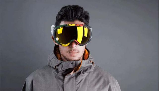 GogglePal universal heads-up display to snow goggles (3)