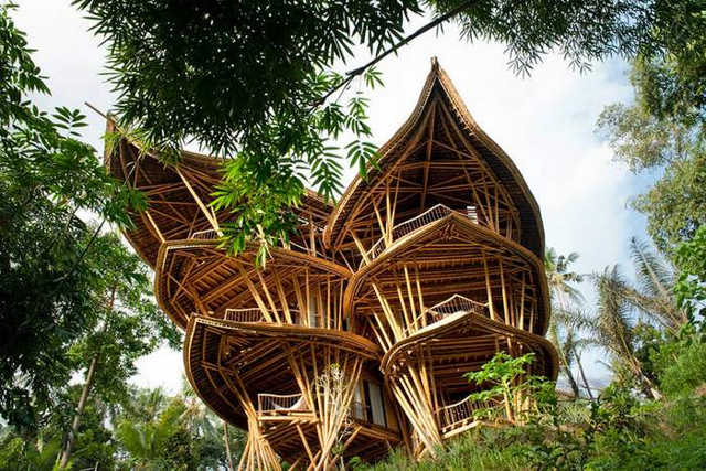 Bamboo houses in Indonesia (10)
