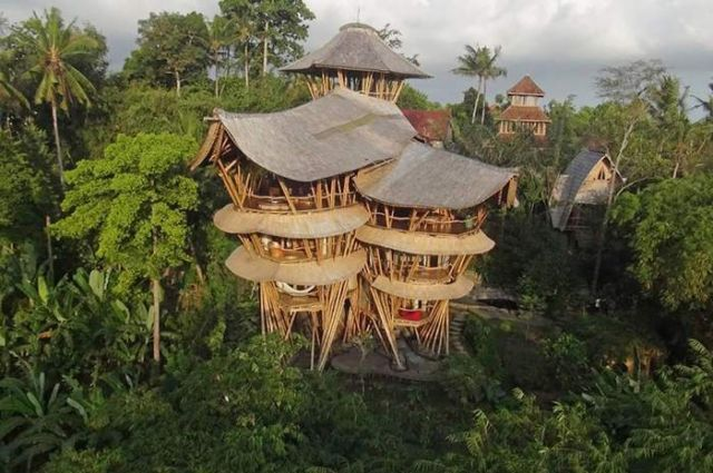 Bamboo houses in Indonesia (2)