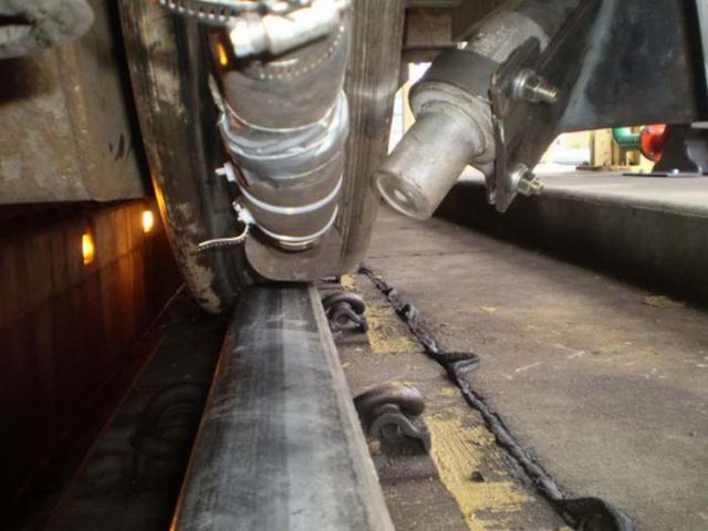 Supersonic Air blower cleans the rails from snow (2)