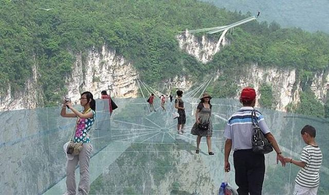Glass Bridge in Zhangjiajie Grand Canyon (3)