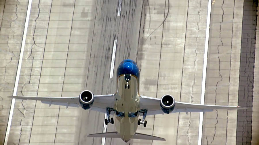 Boeing 787 take-off almost perpendicular to the ground