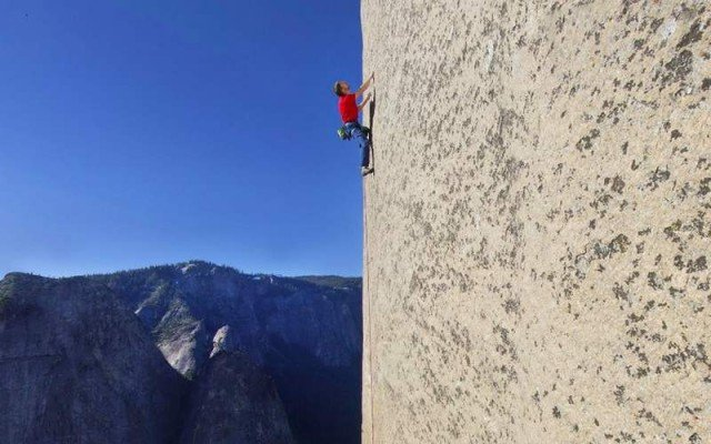 Google's amazing Rock Climbing Street View (2)