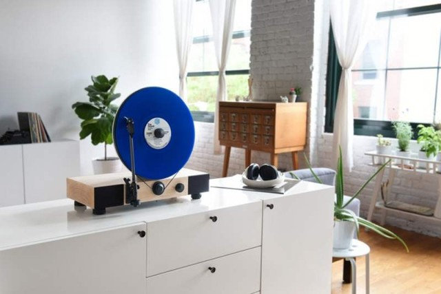 Gramovox Floating vertical record player (4)