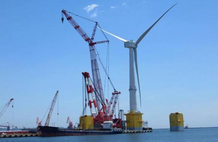 Floating wind turbine in Fukushima