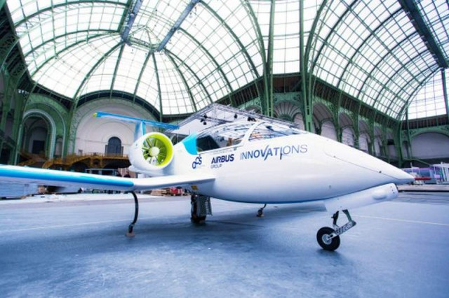 Electric planes made history by flying over the English Channel (2)