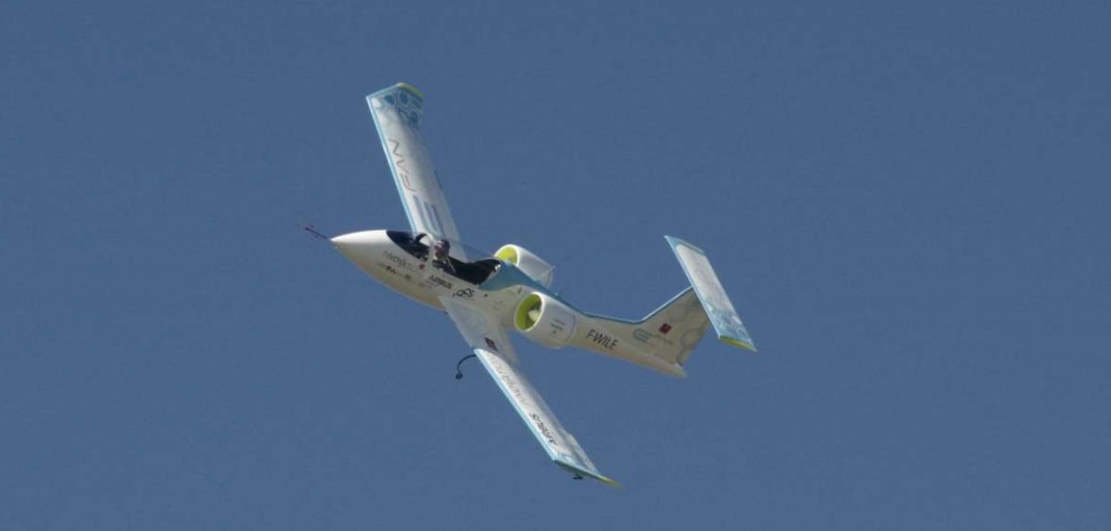 Electric planes made history by flying over the English Channel (1)