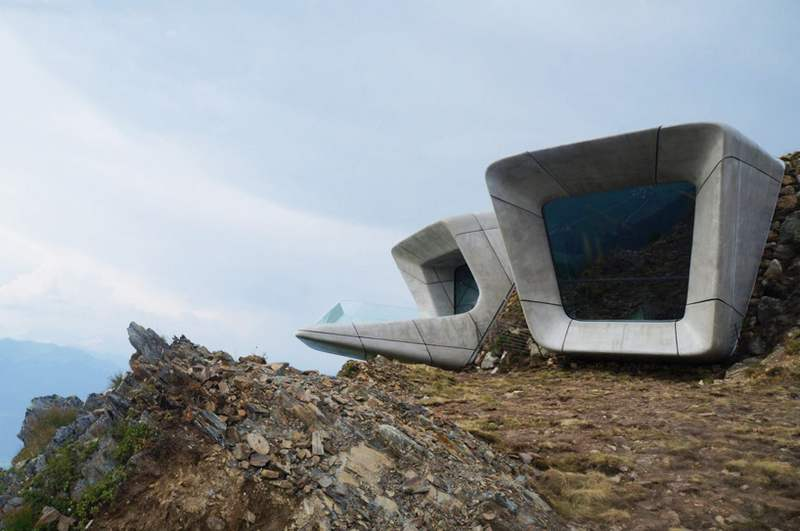 Wordlesstech messner mountain museum corones by zaha hadid for Mountain architects