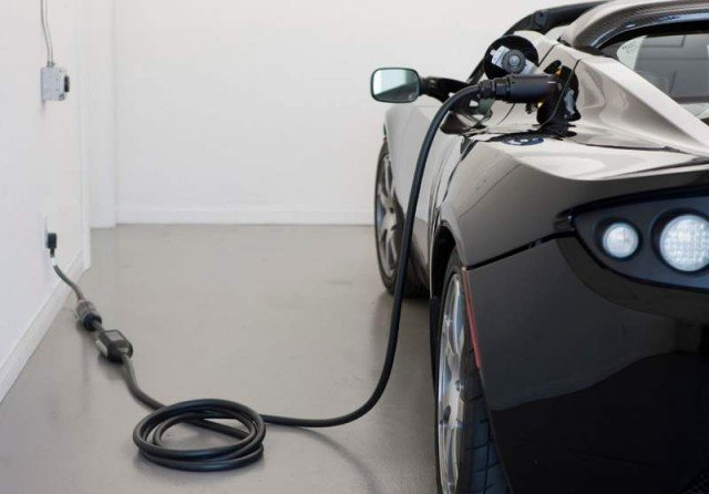 Tesla Roadster electric sports car (2)