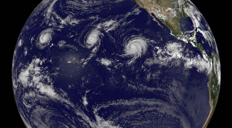 Three Category 4 hurricanes at the same time (4)