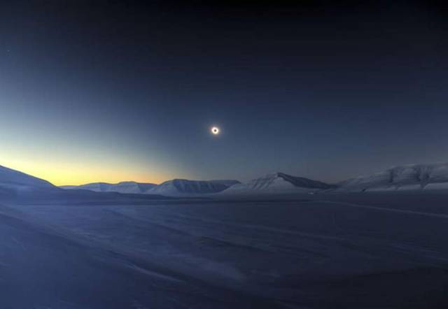 Eclipse totality over Sassendalen by Luc Jamet, France