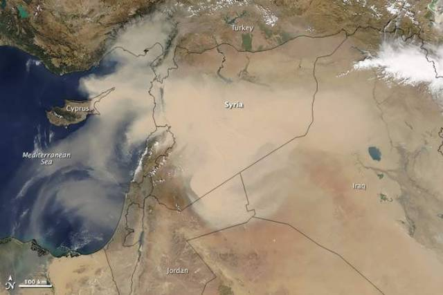 Dust Storm sweeps across populated areas in Middle East