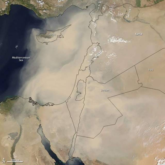 Dust Storm sweeps across populated areas in Middle East (2)