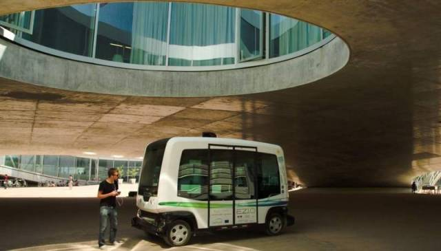 EasyMile driverless shuttle at EPFL University