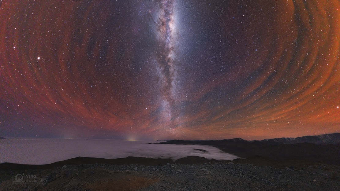 Milky Way with reddish Airglow