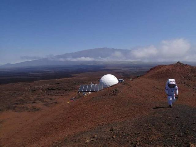 isolation in a dome to simulate life on Mars