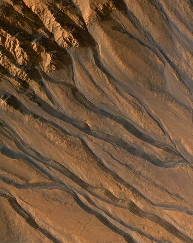 Gullies showing evidence of water carving on Mars, 2007