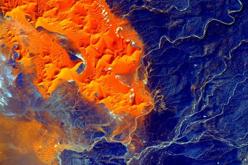 the raw beauty of the Sahara desert from space
