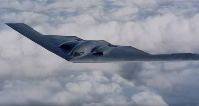 Air-to-air footage of a USAF B-2 stealth bomber (4)